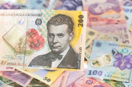 Photo pour 200 lei banknote on romanian money background - image libre de droit