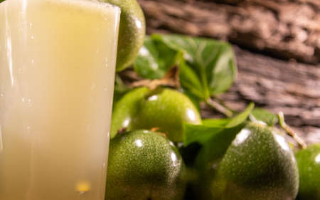 Foto für Fresh fruits and passion fruit juice (Passiflora edulis). Semi-woody climbing plant, native to southeastern Brazil and other countries in South America, the Caribbean and Asia, Africa, India and Australia. - Lizenzfreies Bild