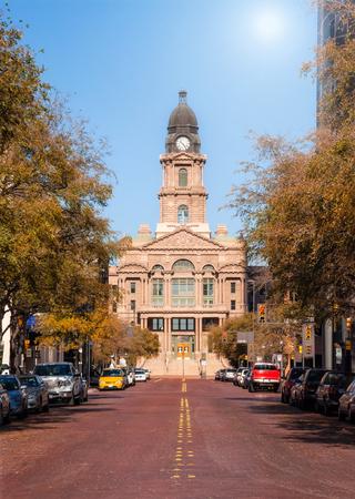 Foto für Historic Tarrant County Courthouse in Fort Worth, Texas. Street view on a sunny autumn day. - Lizenzfreies Bild