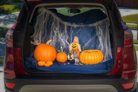 Photo pour A car is decorated for Trunk or Treat event, an alternative for kids Trick or Treating in a safe environment on Halloween night. - image libre de droit