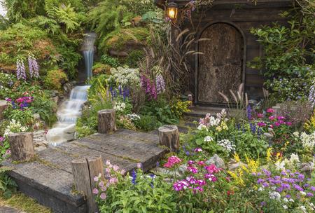 Photo pour Landscaped backyard of old house with flower garden - image libre de droit