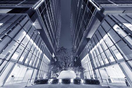 Foto de Business office building in Hong Kong city at night - Imagen libre de derechos