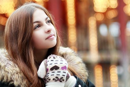 Photo pour beautiful teenage girl think over city lights winter season - image libre de droit