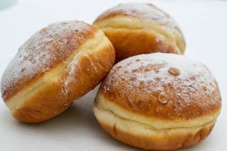 Photo pour three donuts sprinkled with powdered sugar close-up - image libre de droit