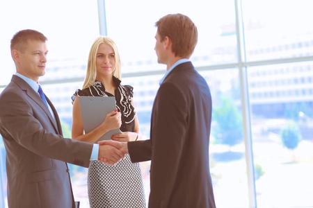 Photo pour Business people shaking hands after meeting - image libre de droit