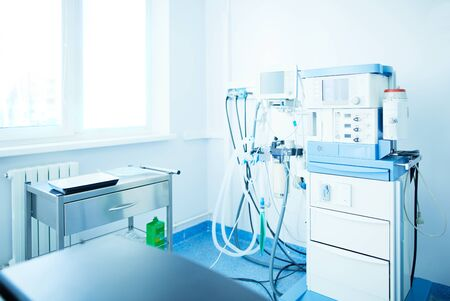 Photo pour Interior of operating room in modern clinic - image libre de droit
