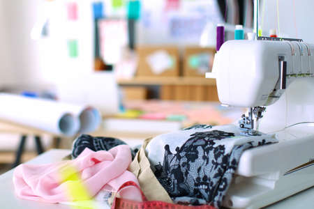 Photo pour Sewing mashine,fabric and material for sewing - image libre de droit