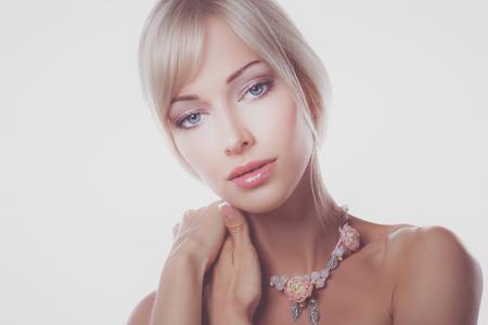 Photo pour Close up portrait of beautiful young woman face - image libre de droit