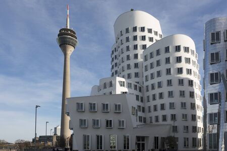 Foto de DUSSELDORF, GERMANY - DECEMBER 26, 2015: View of the Neuer Zollhof in Media Harbor in Dusseldorf, Germany. This building complex was designed by Frank O. Gehry and completed in 1998. - Imagen libre de derechos