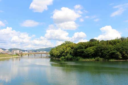 Photo pour Trees around Okayama Korakuen Garden and its reflection across the complex. Taken in September 2019. - image libre de droit