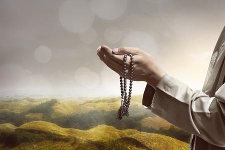 Photo pour Hand of muslim people praying with hill landscape background - image libre de droit