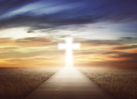 Photo pour Empty path on the field going to christian cross - image libre de droit
