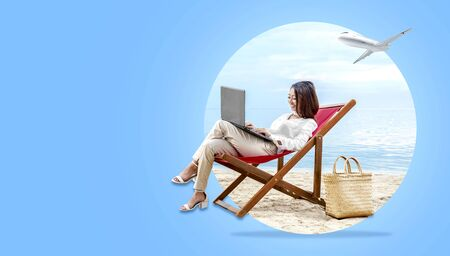 Photo pour Asian business woman working with laptop sitting in the beach chair on beach with plane on the sky. Traveling concept - image libre de droit