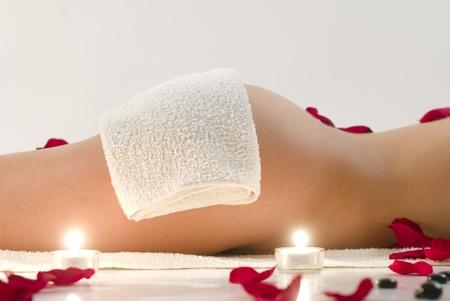 Photo pour Woman in white towel relaxing in spa - image libre de droit
