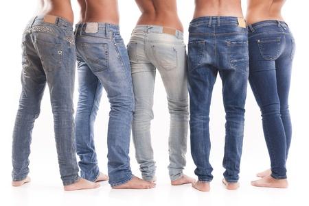 Foto de Isolated group of young men and women with jeans - Imagen libre de derechos
