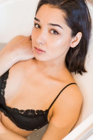 Photo pour Close up portrait of a young woman relaxing in the bathtube - image libre de droit
