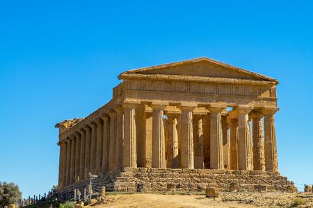 Foto de Ancient Concordia greek temple in Agrigento, Sicily - Imagen libre de derechos