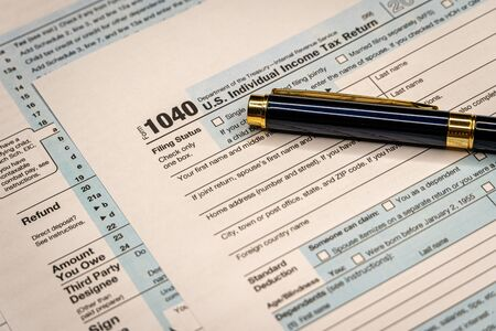 Photo pour Tax Time Gives the Choice to File On-line or by Mail. Concept Image. Tax time. - image libre de droit
