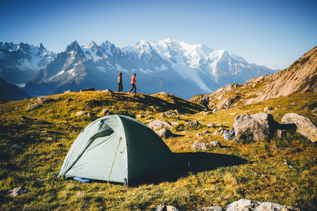 Photo pour Great Mont Blanc glacier with Lac Blanc. Popular tourist attraction. Location Chamonix resort, Graian Alps, France, Europe. Scenic image of lifestyle hiking concept. Discover the beauty of earth. - image libre de droit