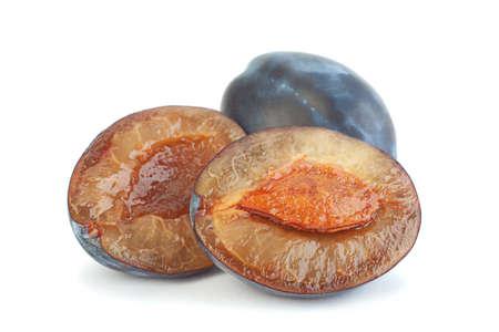 Photo pour Blue plum fruit closeup isolated on white - image libre de droit
