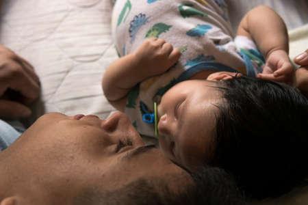 Photo pour Young father caring of his little cute son - image libre de droit