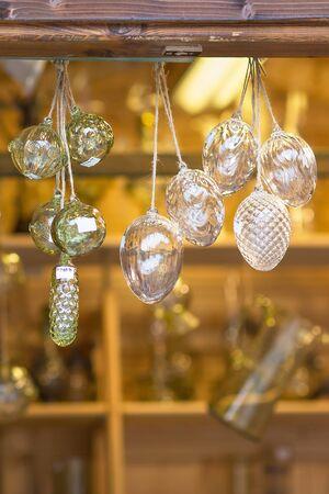 Foto de Christmas pine cones and balls decoration in a street bohemian crystal souvenir shop. Prague, Czech republic. Close up, selective focus. - Imagen libre de derechos