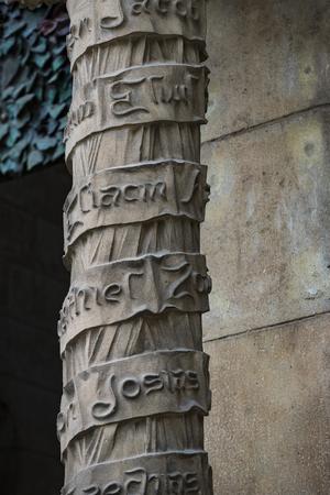 Foto de BARCELONA, SPAIN - 13 JANUARY 2018: Elements of the statue and the Christian symbols on the facade of the Sagrada Familia. - Imagen libre de derechos
