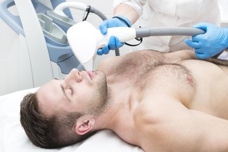 Photo pour Man on the procedure of laser hair removal in the beauty salon - image libre de droit