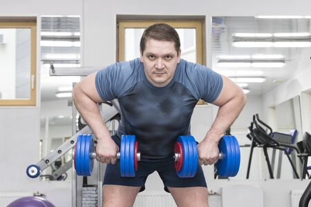 Foto für Middle-aged man goes in for bodybuilding in the gym. - Lizenzfreies Bild