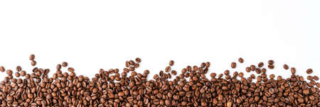 Photo pour Coffee beans isolated on white background. - image libre de droit