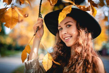 Photo pour Young woman walking outdoors in autumn enjoying weather - image libre de droit