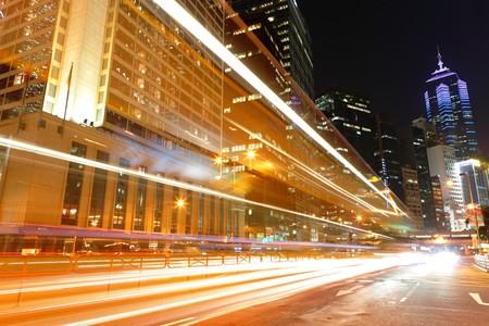 Photo pour traffic in city at night - image libre de droit