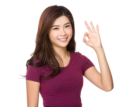 Foto de Asian woman with ok sign gesture - Imagen libre de derechos
