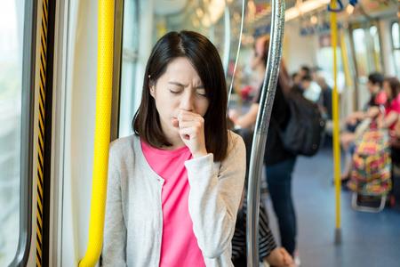 Foto de Woman suffer from cough - Imagen libre de derechos