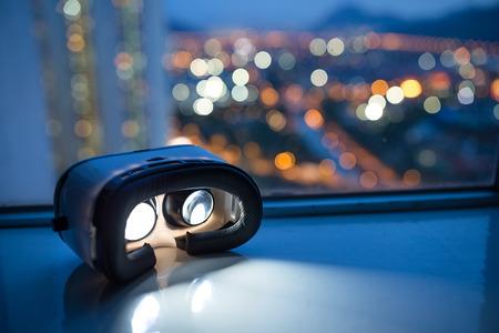 Photo pour VR device with cityscape background - image libre de droit