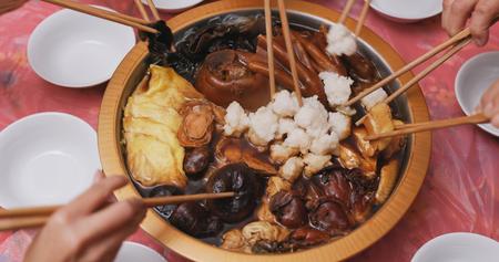 Foto de Chinese new year poon choi, eating at home  - Imagen libre de derechos
