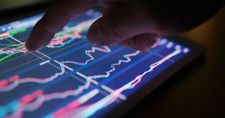 Photo pour Stock market data graph on tablet - image libre de droit