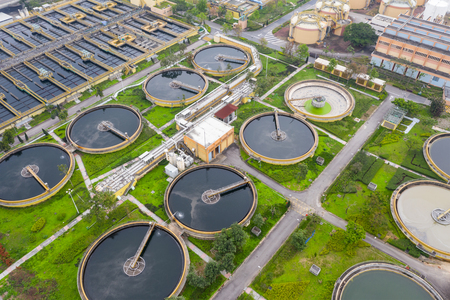 Photo pour Sewage treatment plant in Hong Kong city - image libre de droit
