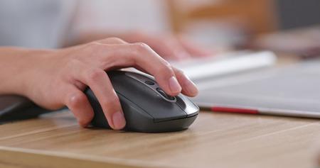 Photo pour hand with mouse - image libre de droit