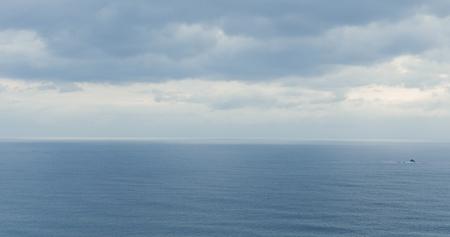 Photo pour Sea surface and sky - image libre de droit