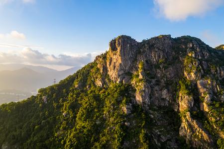 Photo pour Lion Rock mountain under sunset - image libre de droit