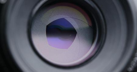 Photo pour Adjusting Camera lens aperture - image libre de droit