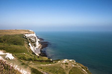 Foto de The white cliffs of Dover on a sunny blue sky day. - Imagen libre de derechos