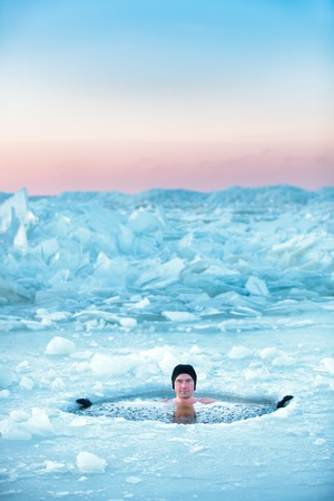 Photo pour Winter swimming in frozen sea. Man in an ice-hole. Healthy lifestyle - image libre de droit