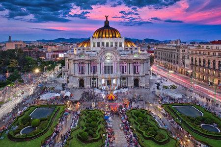 Photo pour Photo of the Palacio of Bellas Artes at the sunset time - image libre de droit