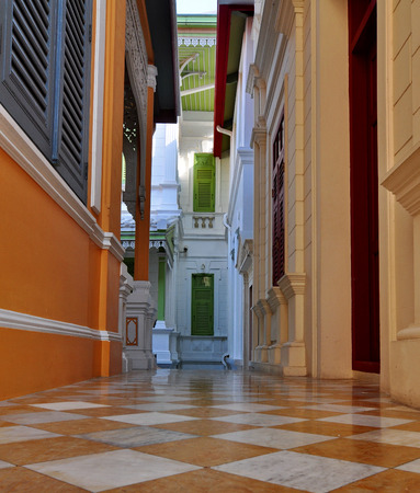 Photo pour The hallway connects the two buildings with ancient art and beautifully adorned. - image libre de droit