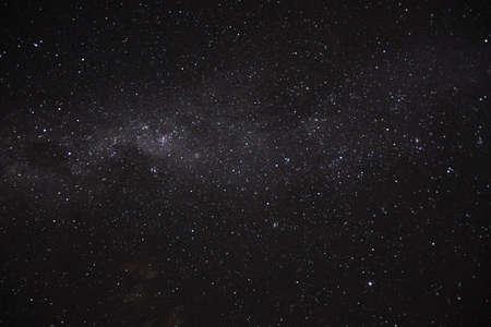Foto de a long exposure of the dark sky with the stars and the milky way and a circumpolar nebulous - Imagen libre de derechos