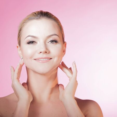 Photo pour Face care and skin care, health and beauty concept, copy space. Happy young woman smiling, healthy skin and minimum makeup, naturalness and beauty. Charming blonde girl on pink background - image libre de droit
