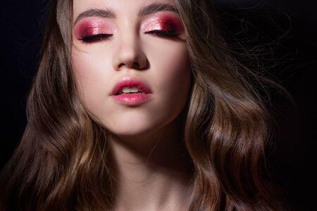 Photo pour Fashion portrait of a young beautiful woman with long blonde hair. Face with pink makeup, portrait on a dark background - image libre de droit