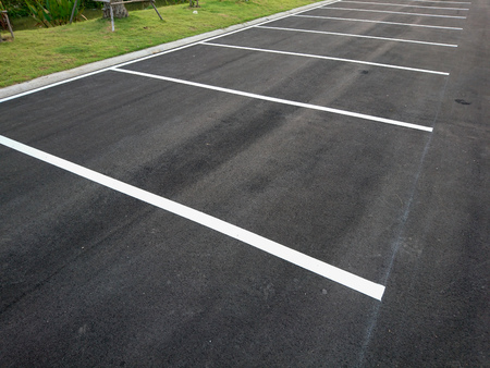 Foto de Empty parking with white marking line on floor - Imagen libre de derechos